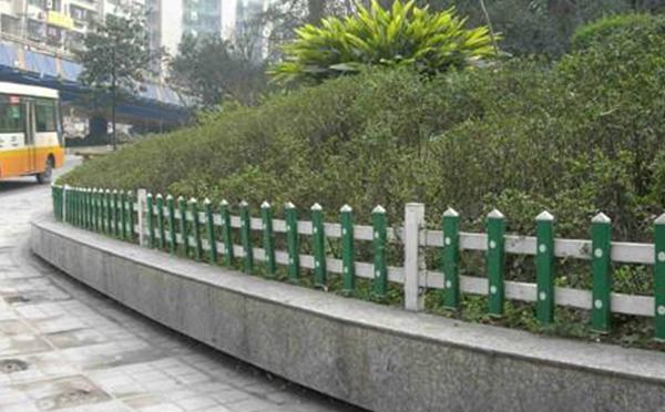 pvc草坪护栏案例